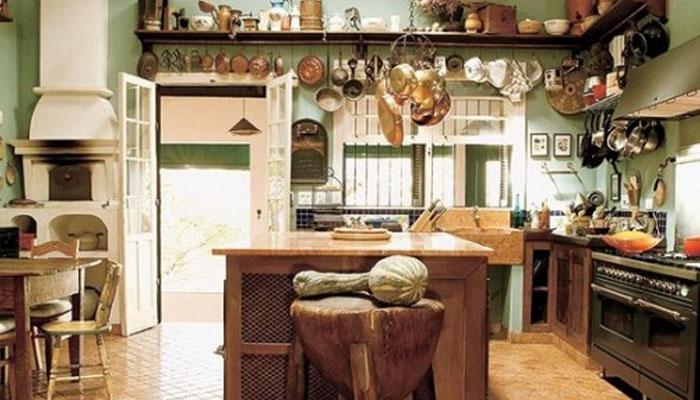 la madera y las cocinas rústicas